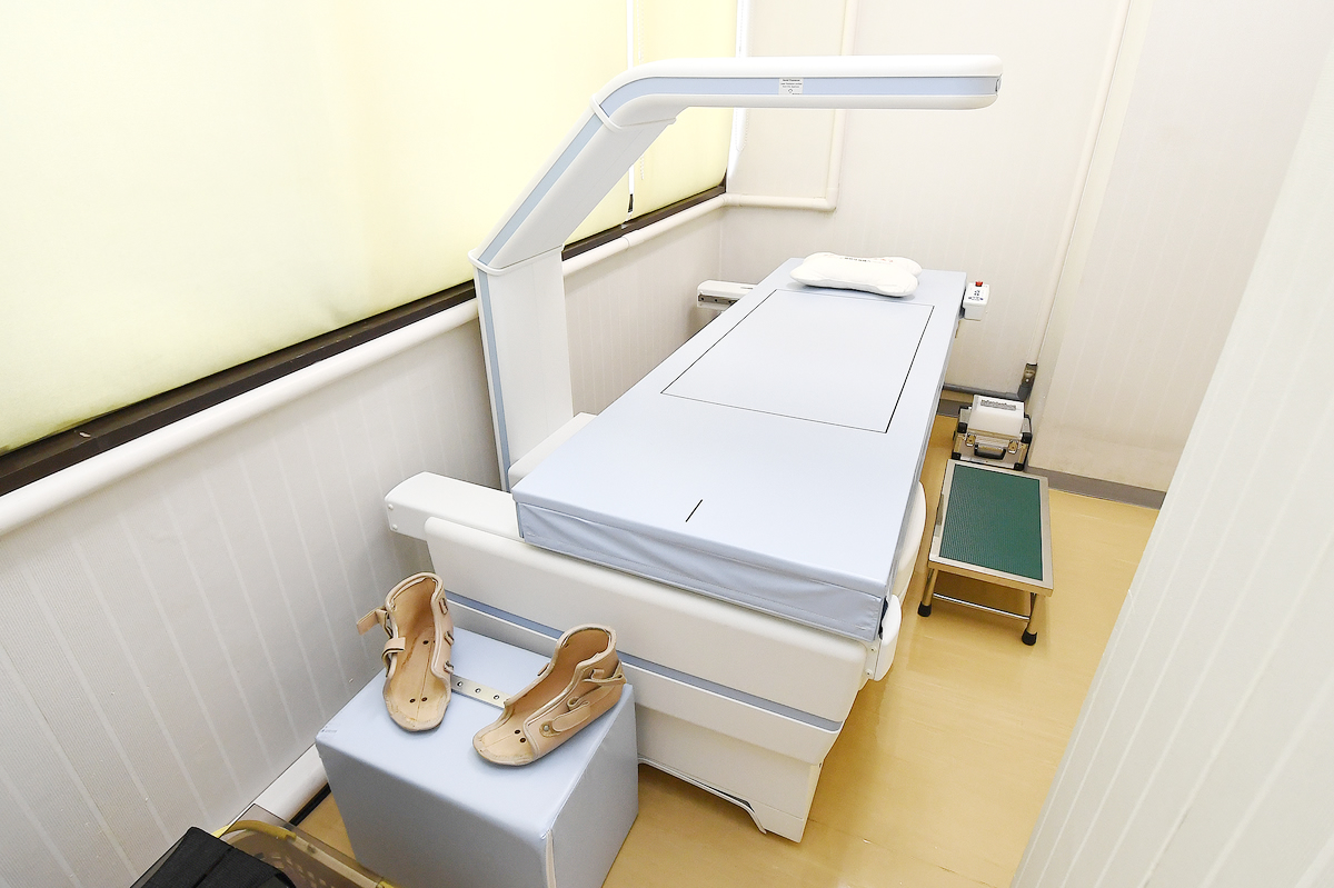 骨密度測定器(腰椎、股関節評価)
